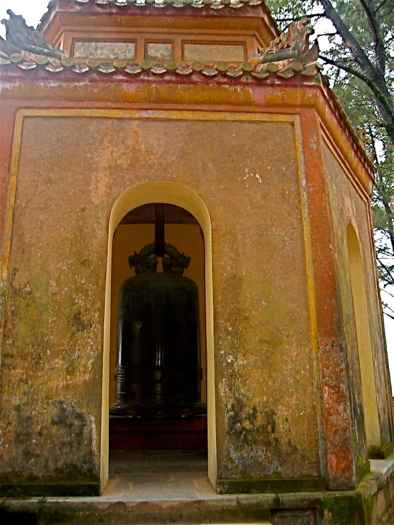 THIEN MU PAGODA  - A BELL CAST IN 1710