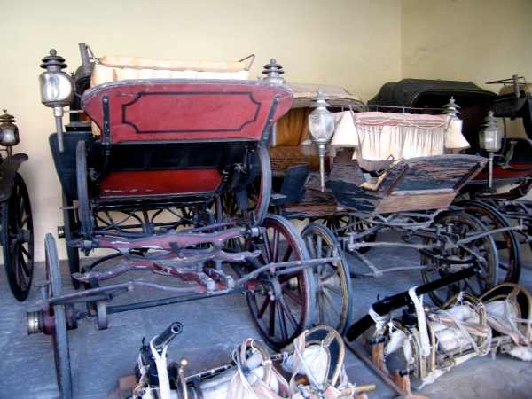 CARRIAGES AT THE CITY PALACE