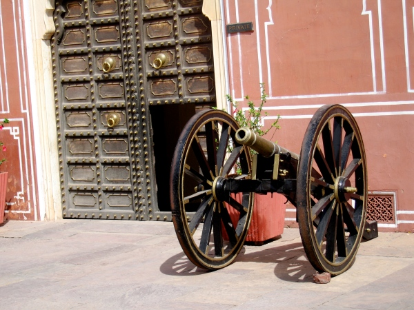CANNON AT THE GATE OF THE CITY PALACE