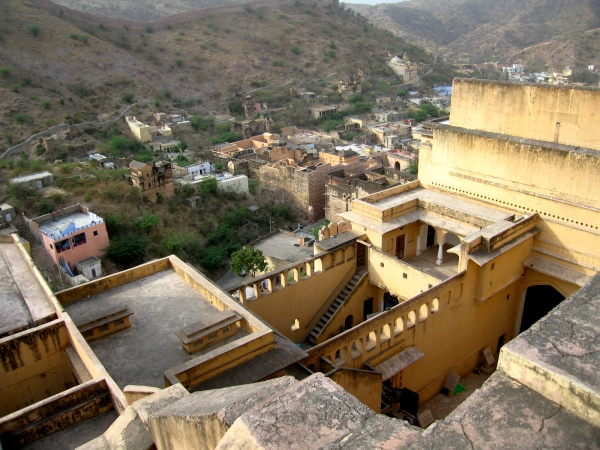 AMBER FORT ROOFS AND THE TOWN OF AMBER