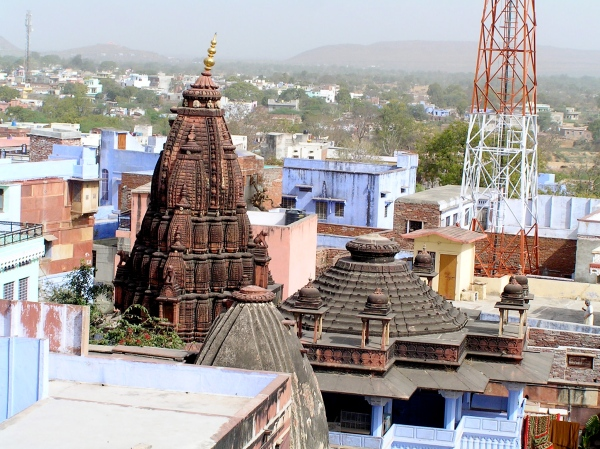 OUTSIDE THE FORT ONE CAN SEE THE ROOFS AND AN OLD TEMPLE SPIRE