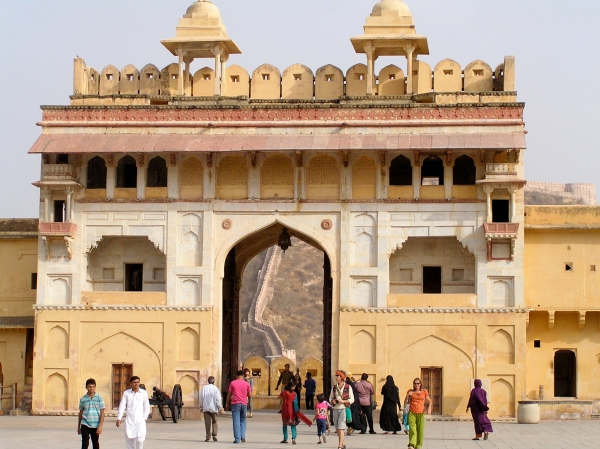 THE SUN GATE ANDIN THE BACK GROUND ONE CAN SEE WALLCONNECTING THE JAGARRH FORT - THAAT WAL HAS BEEN REFERRED TO AS THE GREAT WALL OF INDIA