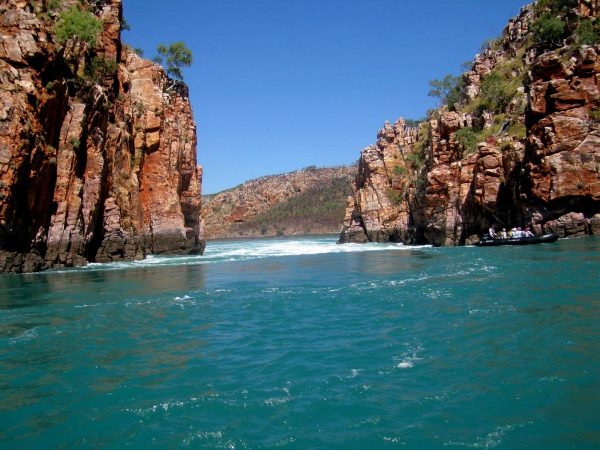 HORIZONTAL FALLS AS THE TIDE RUSHES IN