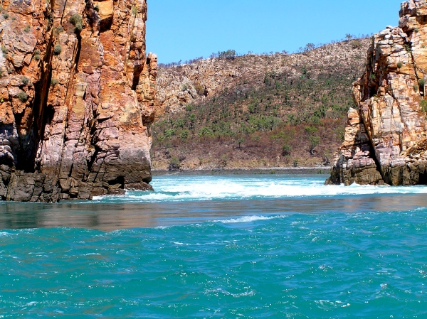 HORIZONTAL FALLS AS THE TIDE RUSHES IN AT FULL FORCE.