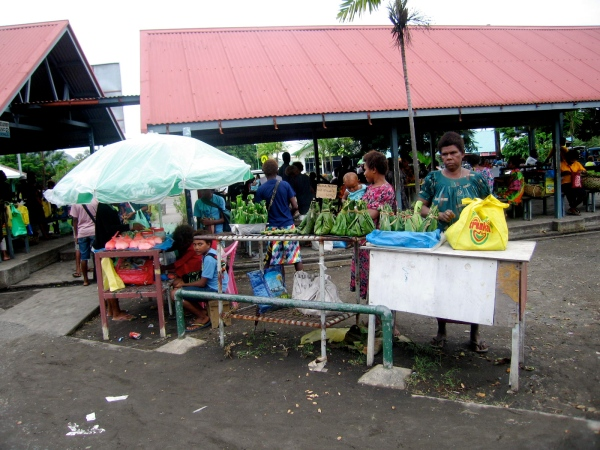 MORE VENDORS OUTSIDE THE COVERED STALLS