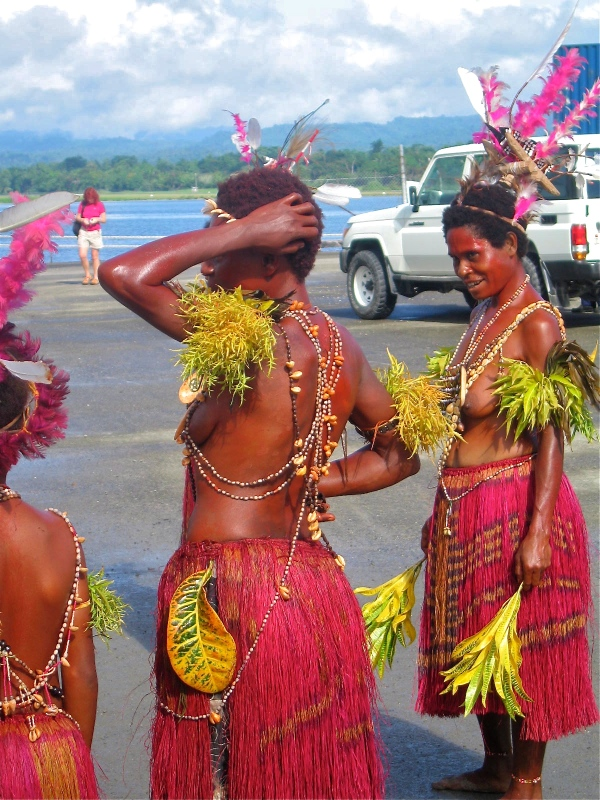 MADANG TRADITIONAL DANCERS