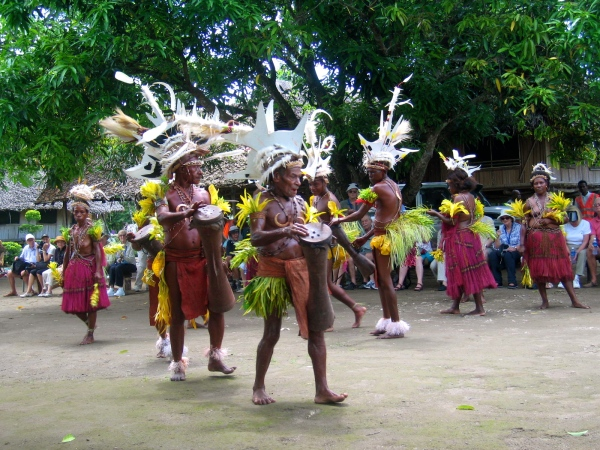 BILBIL DRUMMER AND DANCERS