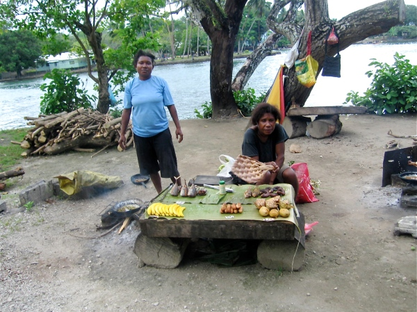 FOOD VENDORS ALONG THE SEPIK RIVER IN MADANG