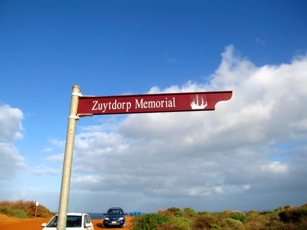 ZUYTDORP MEMORIAL SIGN AT THE LOOKOUT