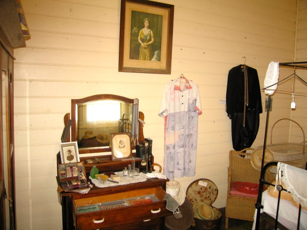 CARNARVON LIGHTHOUSE COTTAGE BEDROOM (SIDE VIEW)
