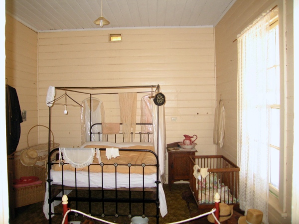 CARNARVON LIGHTHOUSE BEDROOM (CENTER VIEW)