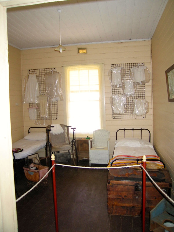 CARNARVON LIGHTHOUSE COTTAGE CHILDREN'S BEDROOM