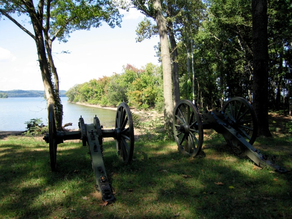 CANNONS ALONG THE TENNESSEE RIVER