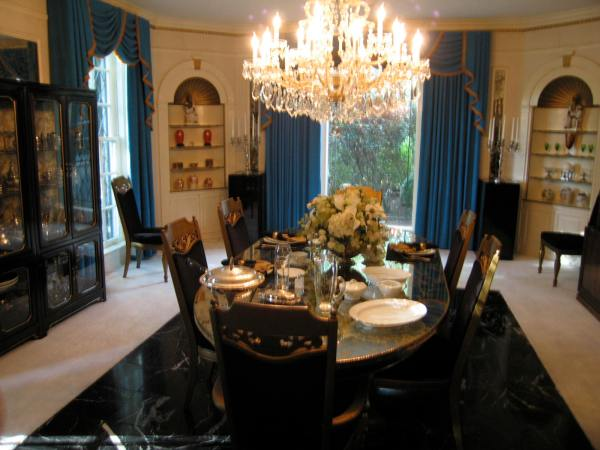 GRACELAND  -  ELVIS DINING ROOM