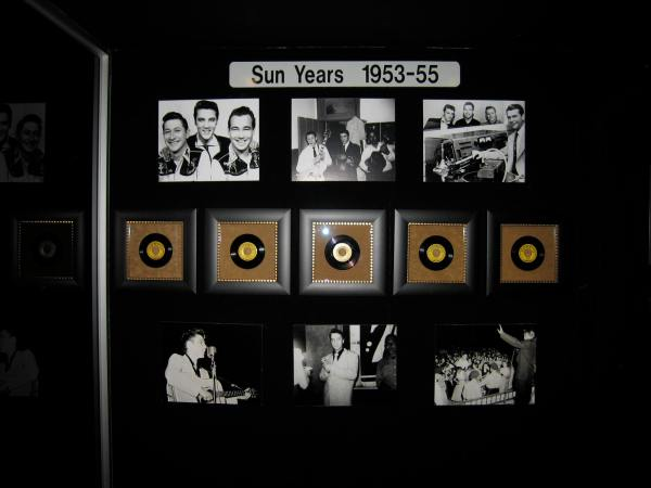 PHPTPS AND RECORDS WHEN ELVIS WAS RECORDING AT SUN STUDIOS IN MEMPHIS