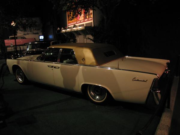 ELVIS LINCOLN CONTINENTAL