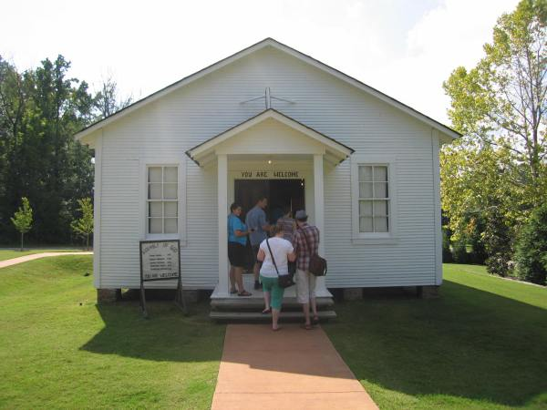FIRST ASEMBLY OF GOD CHURCH THAT ELVIS ATTENDED AS A CHILD