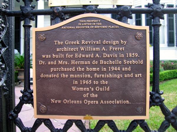 GARDEN DISTRICT -  NEW ORLEANS PLAQUE IN FRONT DAVIS HOUSE