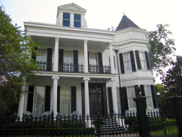 GARDEN DISTRICT - DAVIS HOUSE (FRONT VIEW)