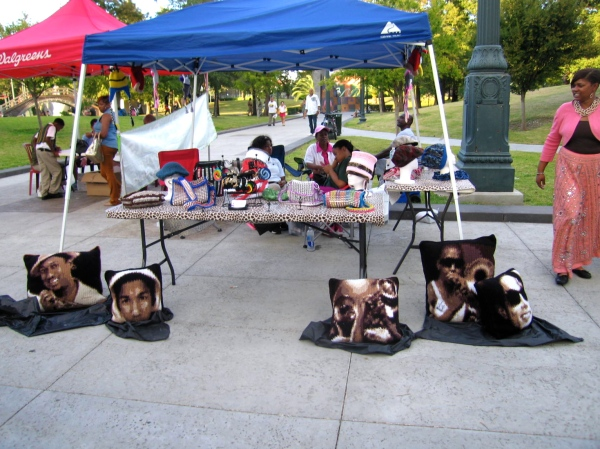LOUIS ARMSTRONG PARK   -  PILLOW VENDOR