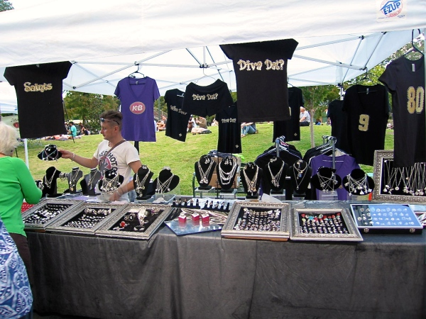 LOUIS ARMSTRONG PARK   -  VENDOR SELLING COSTUME JEWELRY AND TEE-SHIRTS