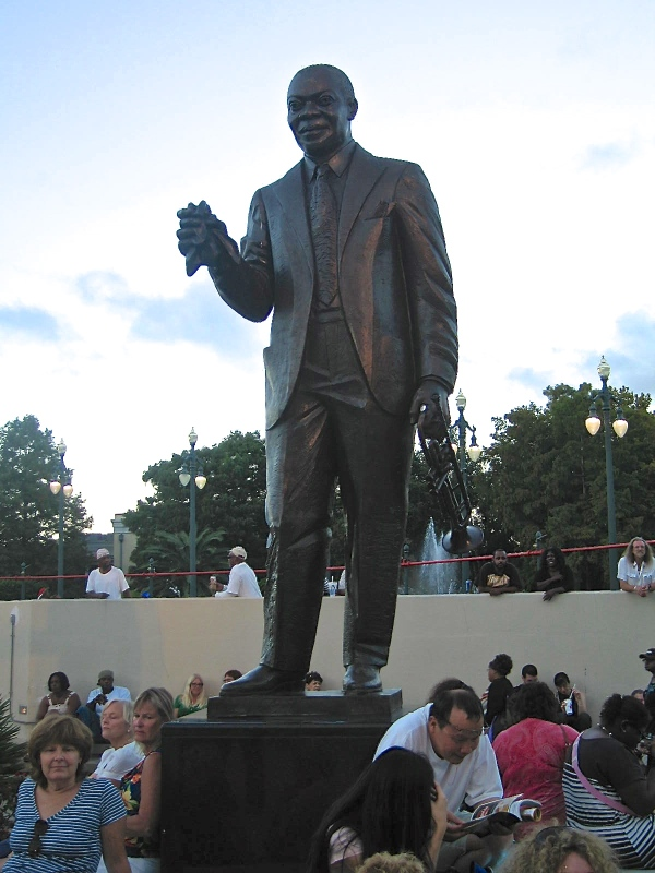 LOUIS ARMSTRONG PARK   -  STATUE OF LOUIS ARMSTRONG