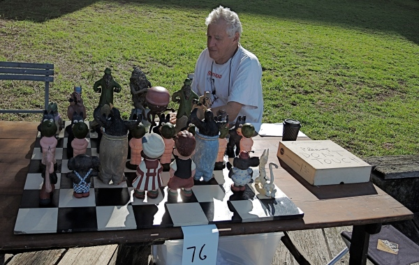 PETER KINGSTON   -   COMIC CHESS SET