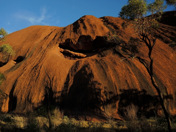 ULURU -  The Uluru creation stories. are known as Tjukurpa, tell about the travels and actions of Kuniya (Woma python), Liru (poisonous snake), Mala (rufous hare-wallaby) and Lungkata (Centralian blue-tongue lizard).
