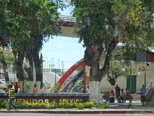 NOGALES MEXICO - BORDER CROSSING