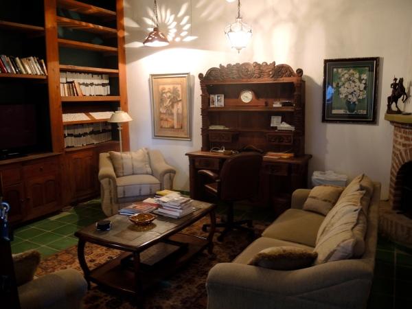 ALAMOS MANSION - LIVING ROOM