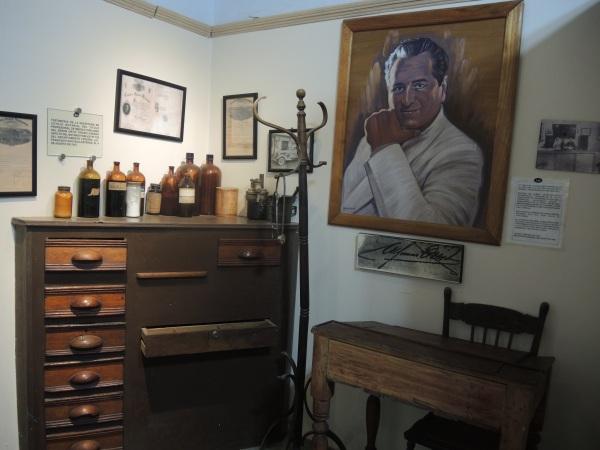 ALFONSO ORTIZ TIRADO A MOCK UP OF HIS MEDICAL OFFICE