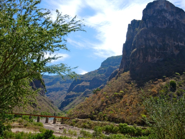 THE VIEWS ARE MAGNIFICENT AS CHEPE TRAVELS OVER THE CANYONS