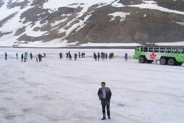 ATHABASCA GLACIER  -  PEOPLE STANDING ON THE ATHABASCA GLACIER