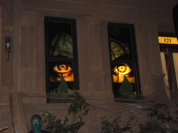 WINDOW DECORATION OF EYES IN THE WINDOWS