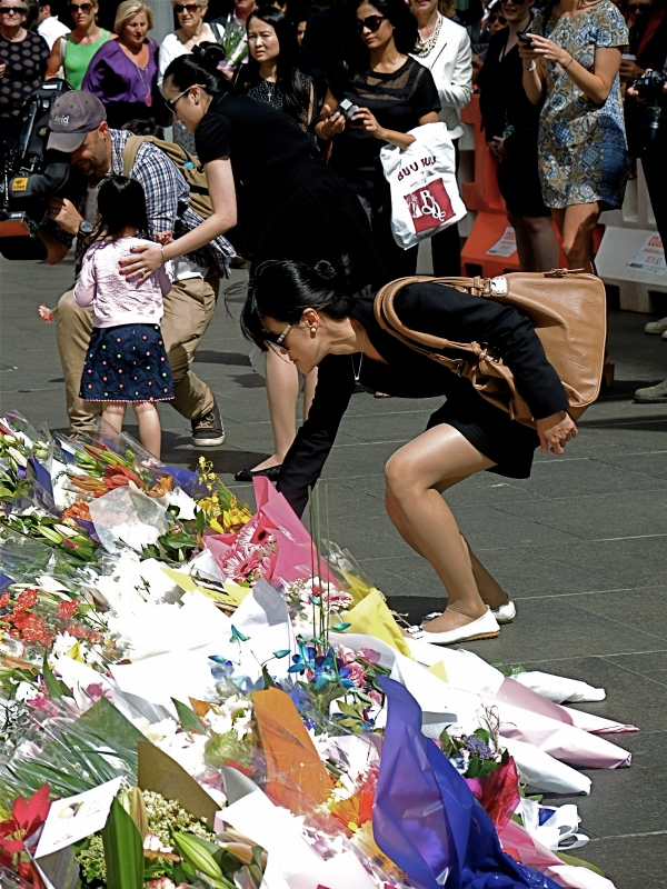 SYDNEY SIEGE: THOUSANDS CAME TO PAY THEIR RESPECT TO THOSE KILLED IN THE LINDT CAFE  SHOOT OUT