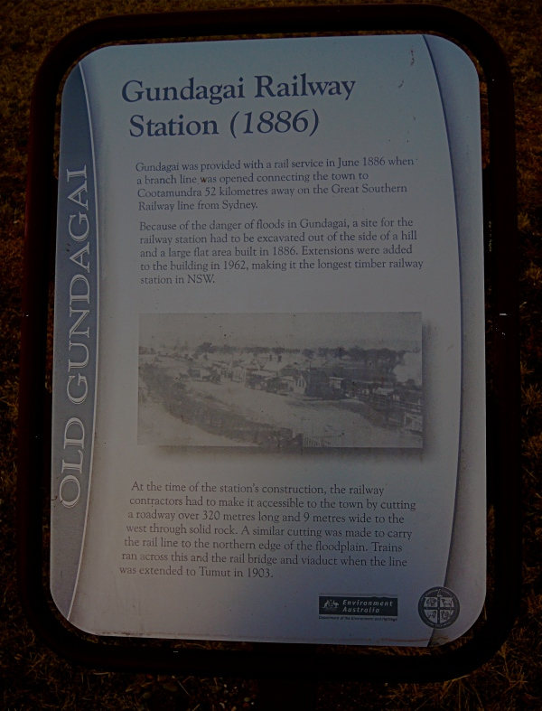 GUNDAGAI RAILWAY STATION SIGN