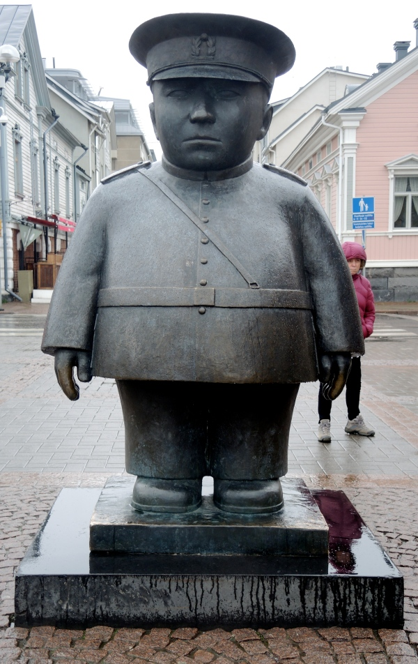 FAMOUS FAT POLICEMAN SCULPTURE IN THE OULU MARKET SQUARE