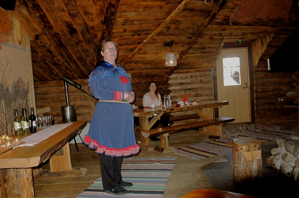 KOTA-HUT RESTAURANT - ROVANIEMI - THE HOST IN TRADITIONAL DRESS