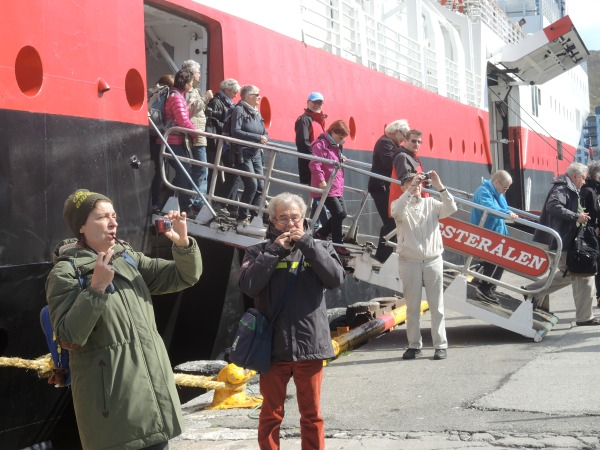 PASSENGERS TAKEPICTURES OF HAMMERFEST