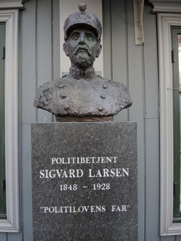 LILLEHAMMER - SIGVARD LARSEN - POLICE OFFICER -
